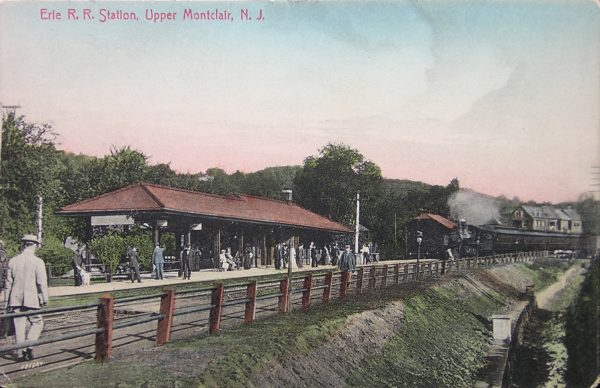 A postcard of the train station in the early 1900s